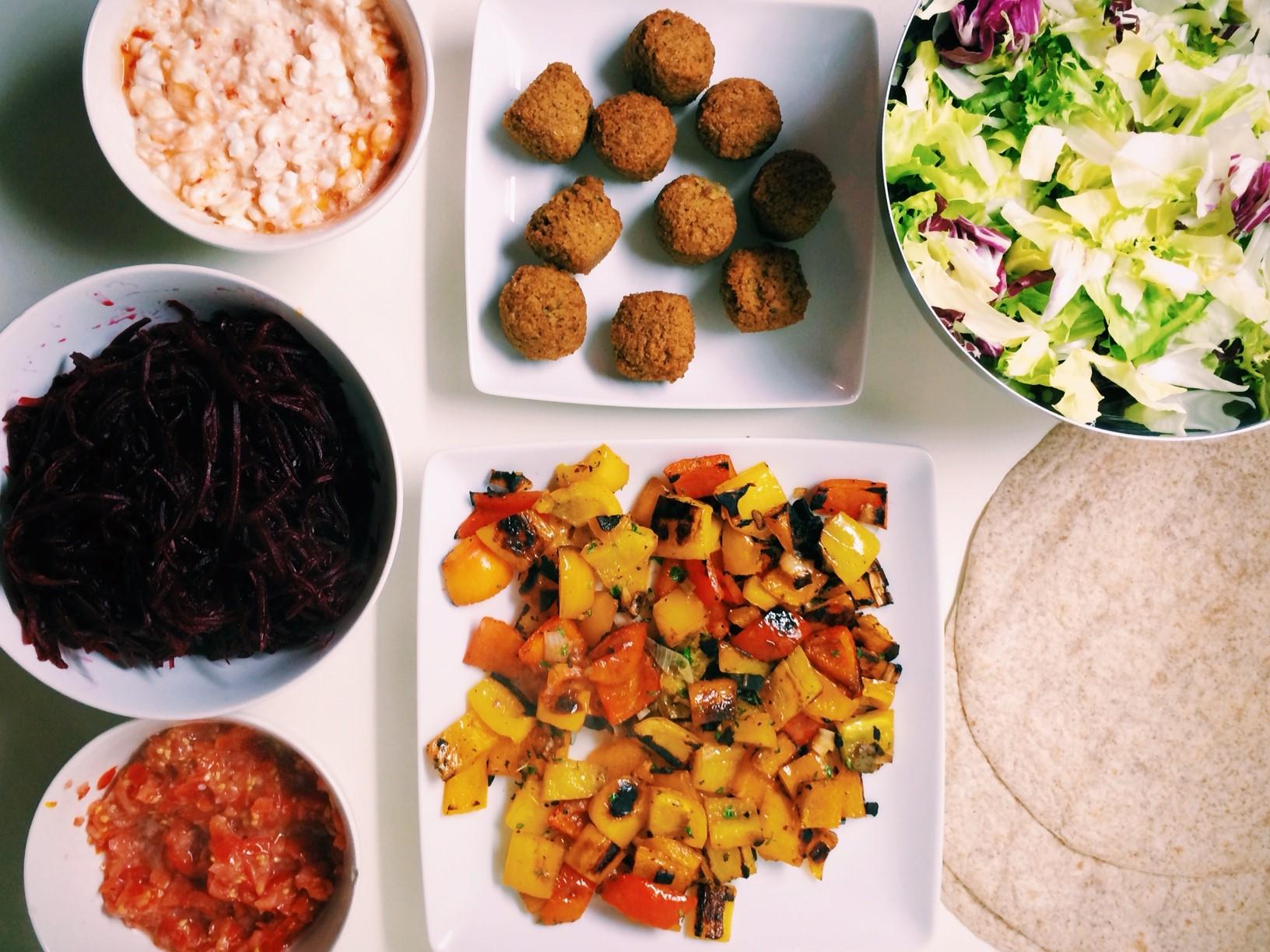 Falafel Wraps mit Gemüse und Salsa