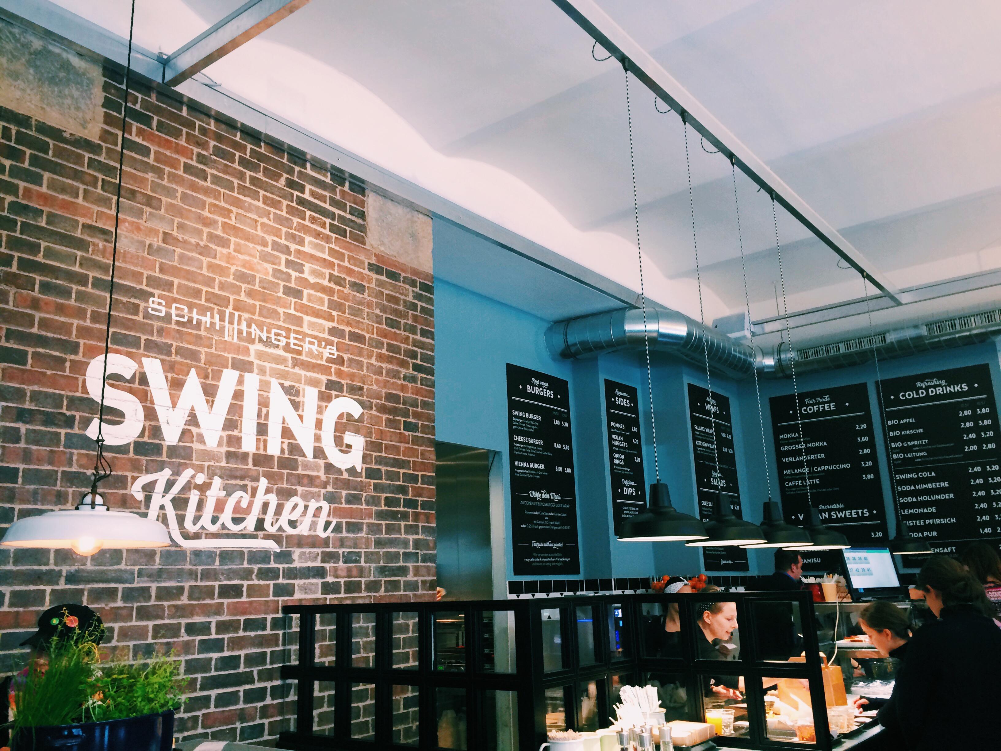 Veggie Burger essen in Schillinger's Swing Kitchen