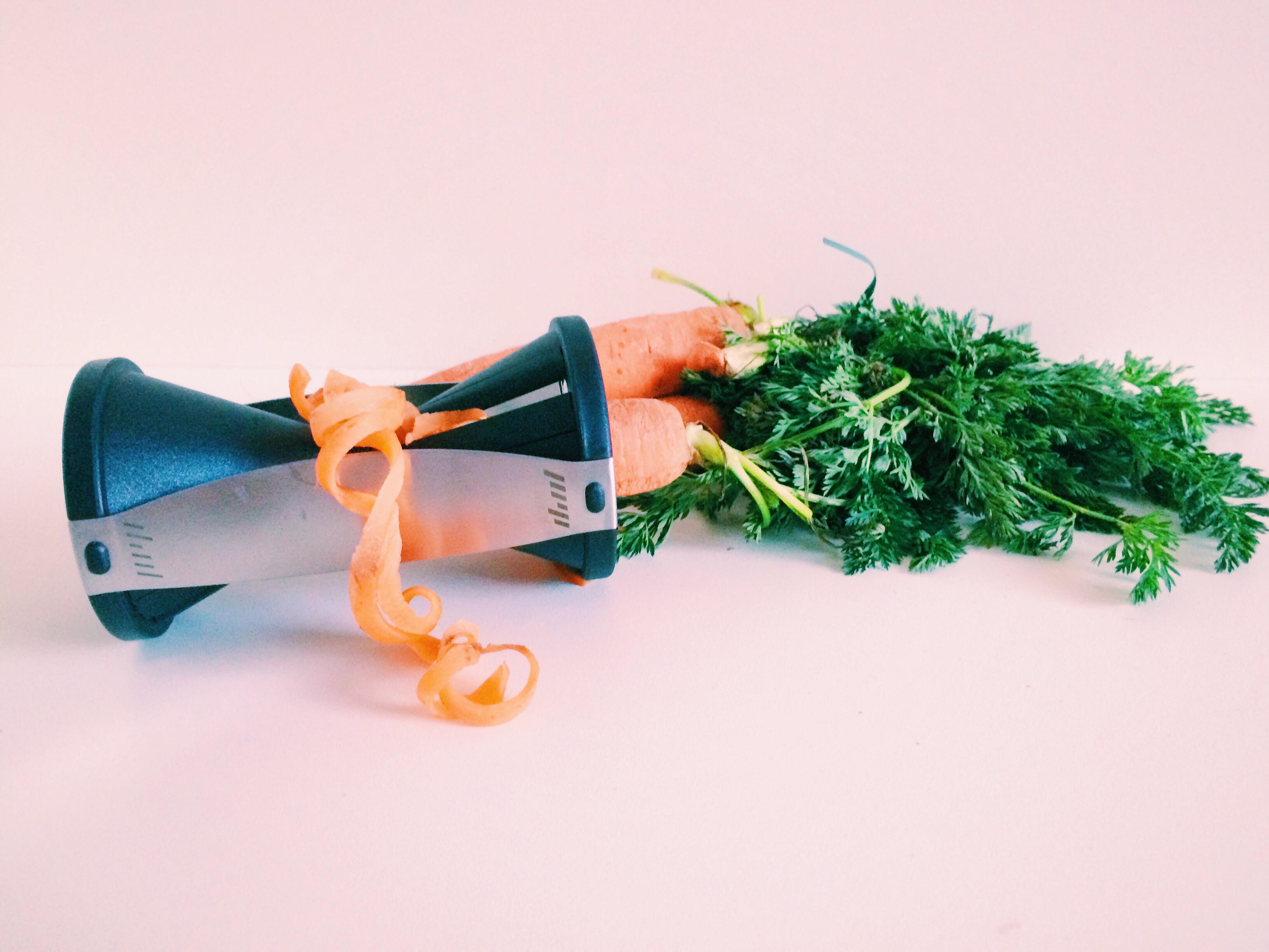 Office Lunch – Zucchini- und Karottennudeln mit Basilikumpesto