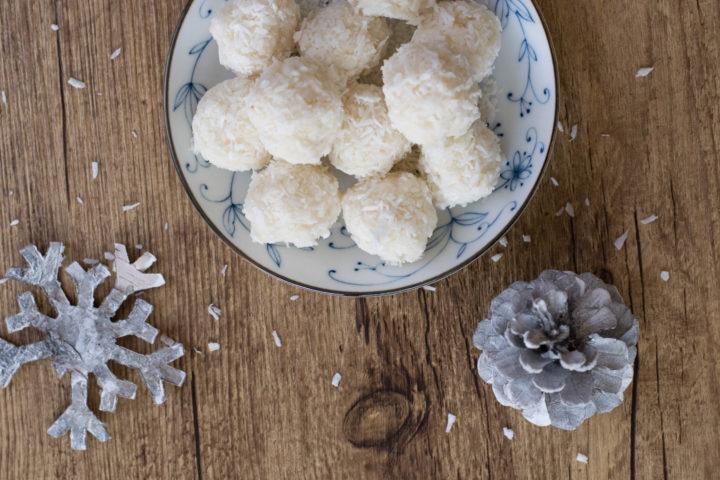 Raw Food Weihnachtskekse – Kokosbusserl