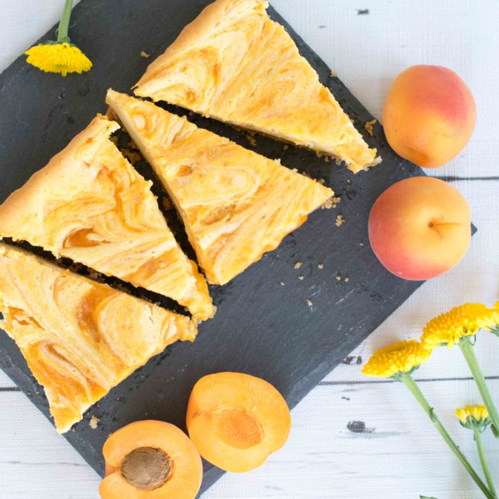 Fruchtiger Marillen-Cheesecake