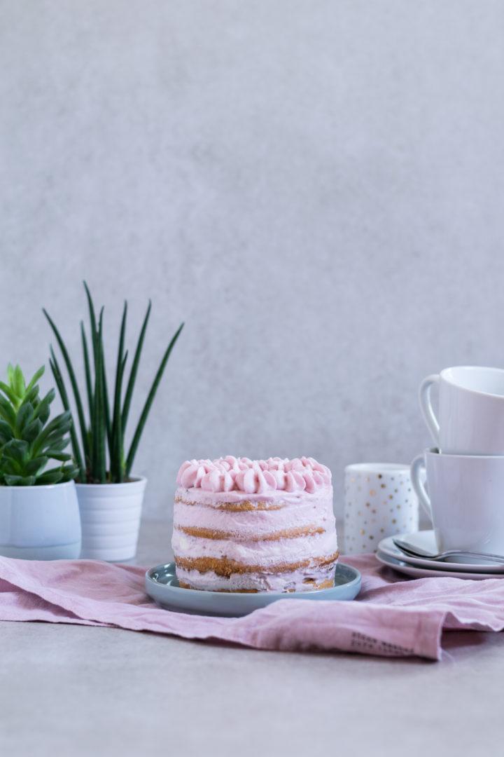 Für ein bisschen Frühlingsgefühle: pastellfarbener Naked-Cake