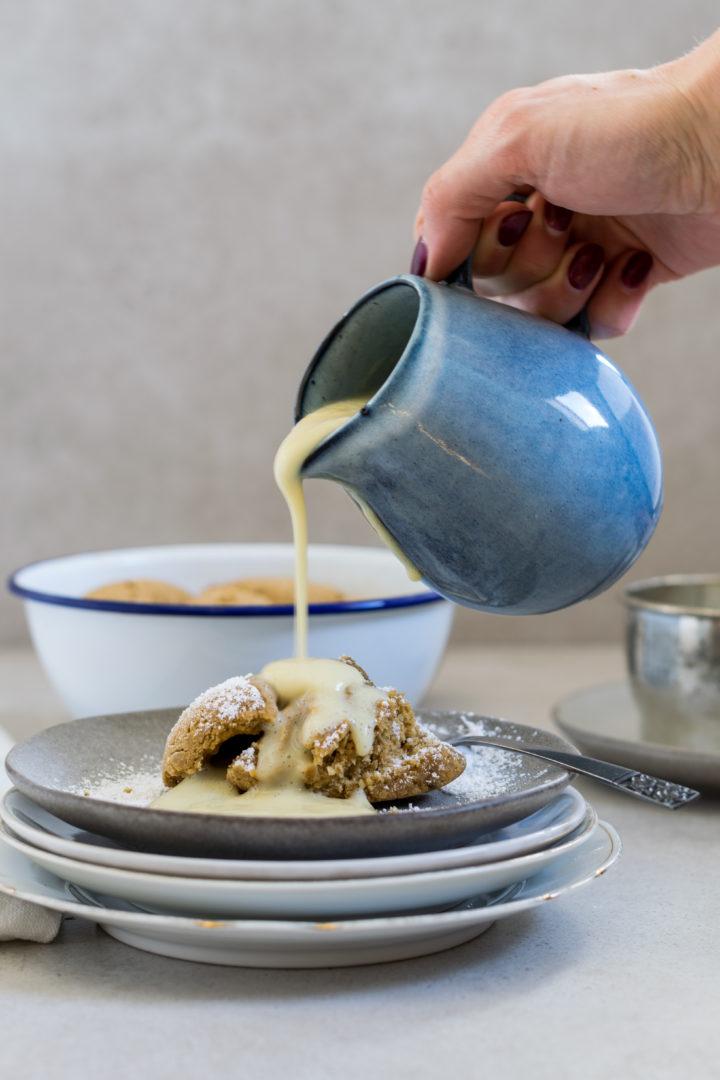 Glutenfreie Buchweizen-Buchteln mit Marillenmarmelade
