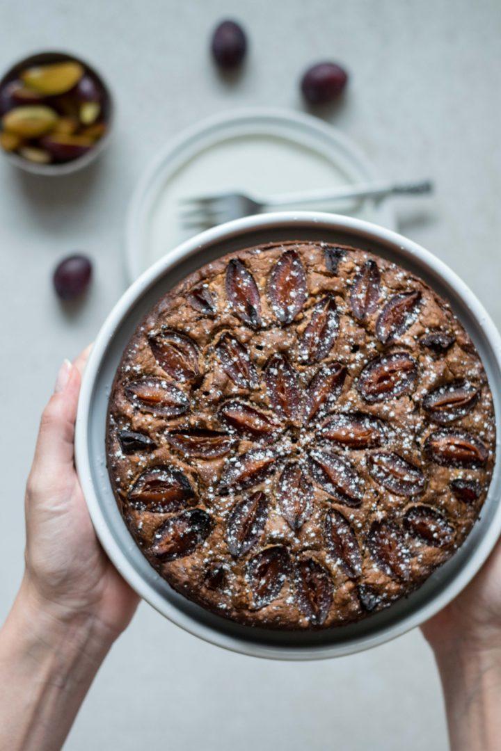 glutenfreier Zwetschkenkuchen mit Schokolade und Rotwein
