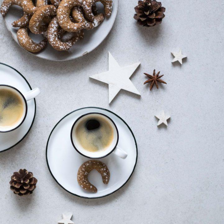 Die Weihnachtsbackstube ist eröffnet: Vanillekipferl mit wenig Zucker