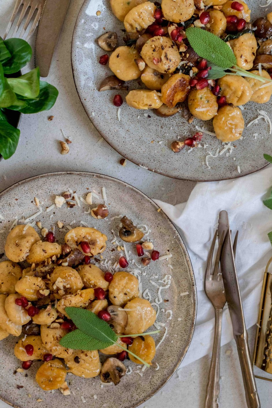 Mandel-Süßkartoffel-Gnocchi mit Salbei und Champignon
