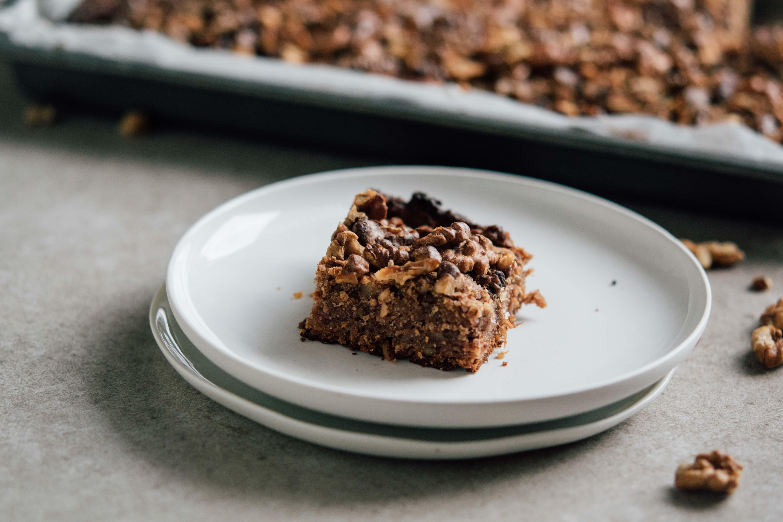 Zuckerfreie Birnen-Brownie mit Walnüssen