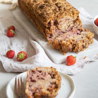 Erdbeer-Joghurtkuchen mit Streuseln
