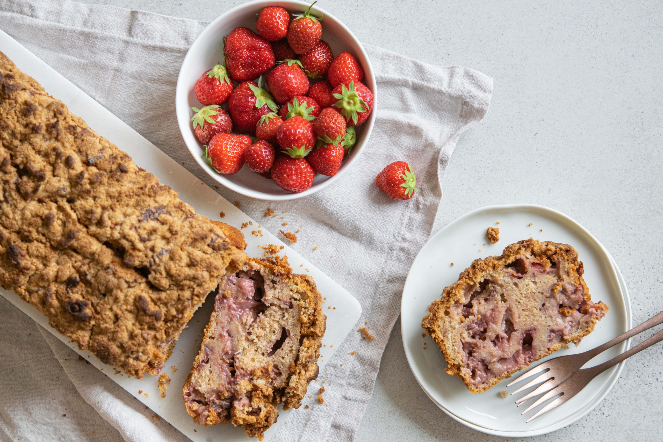 Erdbeer-Joghurtkuchen-mit-Streuseln