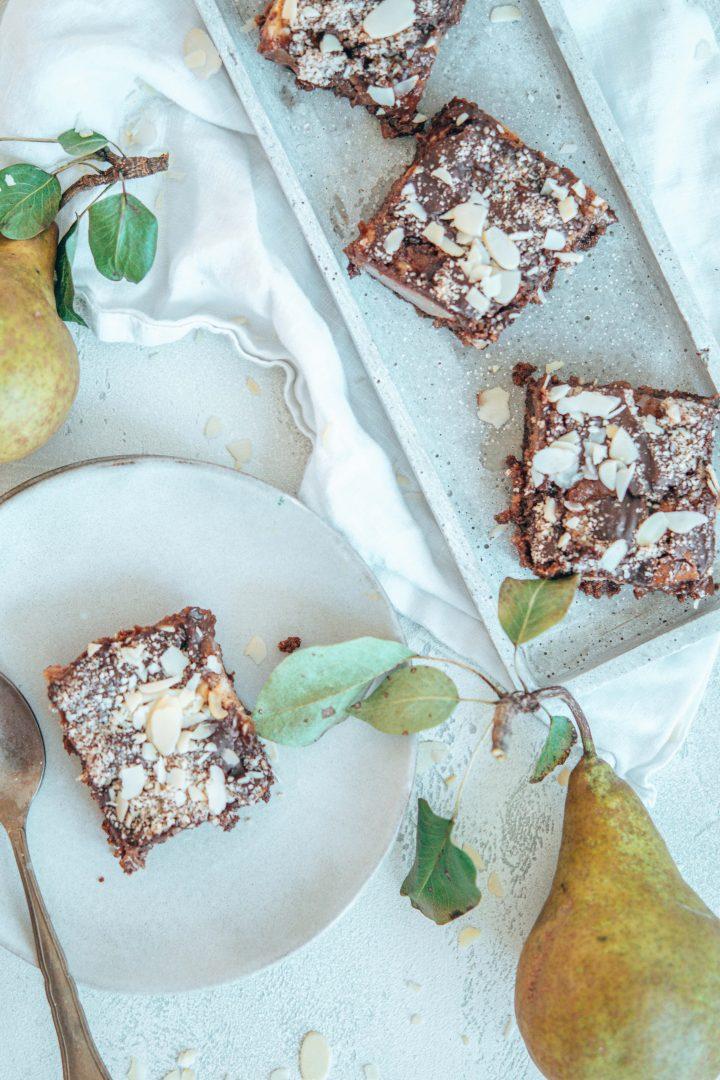 Brownies mit Birnen und Mandeln