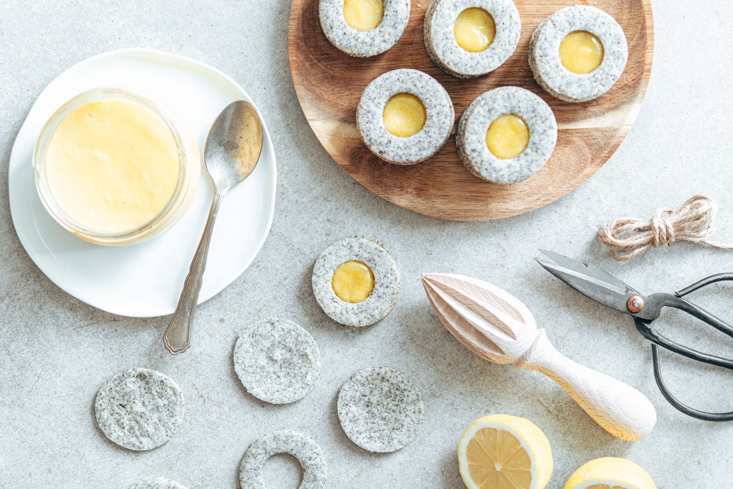 Mohn-Linzeraugen mit Lemoncurd