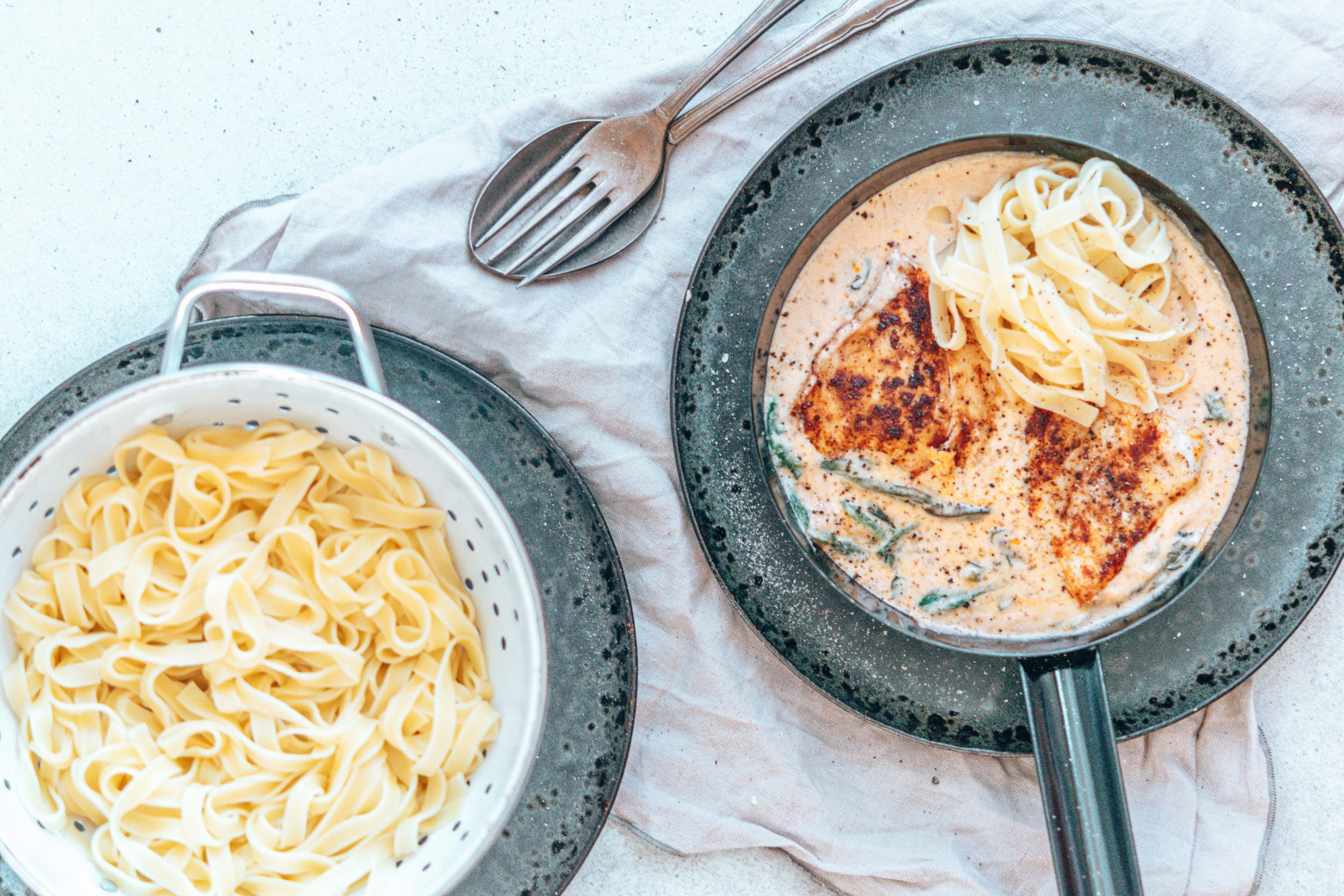 Hendl in Spinat-Frischkäse-Parmesan-Soße