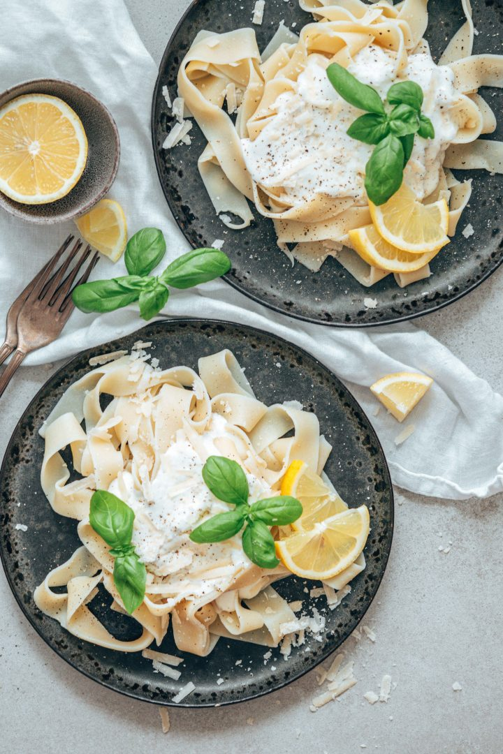 Pasta mit Zitronen-Ricotta und Basilikum