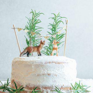 Naked Cake mit Waldtieren – leichte fruchtige Sommertorte