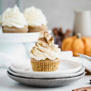 Kürbis Cupcakes mit Frischkäse Frostig